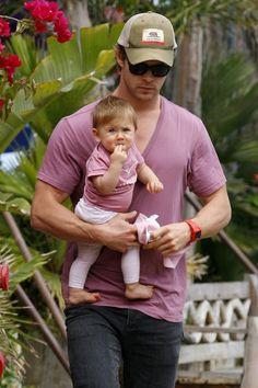 Chris Hemsworth & his daughter