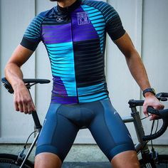 If >50% of cycling is fashion then here's to a leg up on the competition @pedalersfork #ridewith10speed #newkitday #cyclingfashion #lycra #moots #cyclinglife