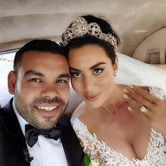 Loving that crown and #munabling!  / #Repost @mariaelenaheadpiecesau #weddingcrown #weddingtiara #selfie #weddingselfie #justmarried #munaluchibride