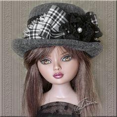 "Tonner's 16"" Ellowyne Wilde Top hat"