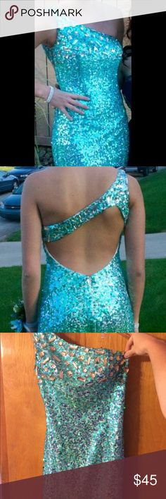 Alyce Paris Designer Aqua Sequin Dress Size 6 Paid $200, only asking for $45. In great condition. Aqua sequins with big silver sequins on top and bottom. Open back with zipper on top and on butt. Only worn once. Need it gone Alyce Paris Dresses Prom