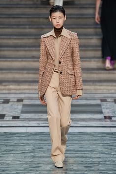 Victoria Beckham Spring 2020 Ready-to-Wear Fashion Show Collection: See the complete Victoria Beckham Spring 2020 Ready-to-Wear collection. Look 23 Fashion 2020, Runway Fashion, Fashion Outfits, Womens Fashion, Fashion Trends, Fashion Inspiration, Victoria Beckham, Fashion Show Collection, Fashion Labels