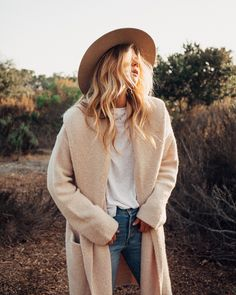 Cocoon style sweater coat with a buttery, slouchy feel. This effortless and ultra cozy boho sweater coat is exactly what you need to seamlessly transition from summer to fall. 80s Fashion, Fashion Dresses, Womens Fashion, Fashion Tips, Fashion Trends, Korean Fashion, Fashion Quiz, Fashion Videos, Fashion Websites