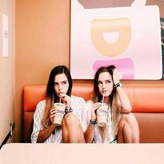 Photography Ideas For Friends Girls Bffs 27 Ideas Best Friend Pictures, Bff Pictures, Tumblr Fotos Instagram, Best Friend Photography, Photography Ideas, Donia, Friend Poses, Photos Tumblr, Gal Pal
