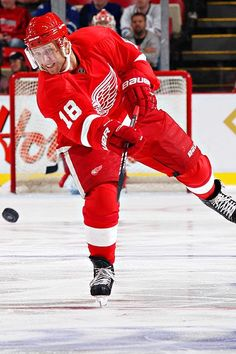 Kirk Maltby was obtained from EDM for Dan McGillis. After being a prolific scorer in juniors he adjusted his game in DET and was a key member of the Grind Line helping DET win 4 Cups. Ice Hockey Teams, Hockey Games, Hockey Players, Detroit Hockey, Detroit Sports, Detroit Red Wings, Red Wings Hockey, Griffins, The Joe