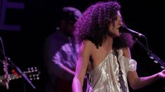 Corinne Bailey Rae: Put Your Records On (Live in Williamsburg)