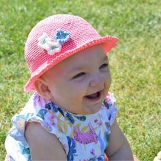 The most wonderful summer hat for the little ones. Crocheted in Rainbow Cotton Mercerized, which gives the hat a nice finish. The hat comes in size months and you can apply little flowers and a cute edge if you want. Crochet Baby Hat Patterns, Crochet Baby Hats, Knit Or Crochet, Crochet For Kids, Crochet Hooks, Crochet Summer Hats, Knit Dishcloth, Cute Hats, Kids Hats