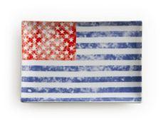"Be proud to be an American with this beautiful 4"" x 6"" plate with a vintage American flag motif. It's the perfect size for a patriotic appetizer! http://www.littleobsessed.com/vintage-flag-dish/ Little Obsessed - Vintage Flag Dish, $12.00 (http://www.littleobsessed.com/vintage-flag-dish/)"