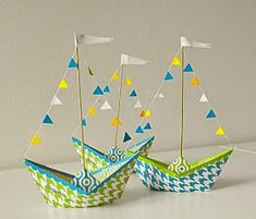 Bateau en papier pour centres de table bricolage – Origami Community : Explore the best and the most trending origami Ideas and easy origami Tutorial Kids Crafts, Boat Crafts, Summer Crafts, Diy And Crafts, Diy Paper, Paper Crafting, Paper Art, Papier Diy, Nautical Party