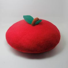 Handmade customized wool felt needled beret ( Item as picture shown)——gules - kerenhome - Hats & Caps Pretty Outfits, Cute Outfits, Quirky Fashion, Cheap Fashion, Cute Hats, Outfits With Hats, Kawaii Clothes, Hats For Women, Wool Felt