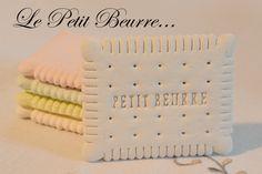 Petit beurre en plâtre différente couleurs : Autres pièces pour créations par latelierdeflo
