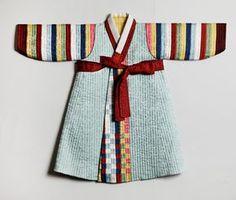 오목누비저고리를 비롯해 김해자 장인이 만든 각종 누비 한복들.