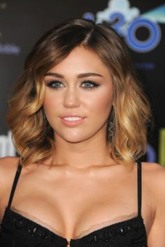 Miley Cyrus Hair Blonde Ombre Hair, Dark Blonde, Celebrities Exposed, Actrices Sexy, Red Carpet Hair, Celebrity Gallery, Hannah Montana, Her Hair, Hair Inspiration