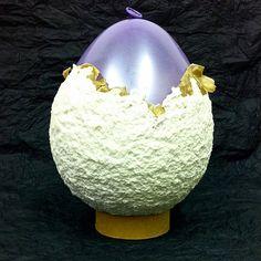 Hilary Bravo: How to make a simple papier-mâché bowl Paper Mache Bowls, Paper Mache Clay, Paper Bowls, Paper Mache Sculpture, Paper Mache Projects, Paper Mache Crafts, White Acrylic Paint, Paper Basket, Paperclay