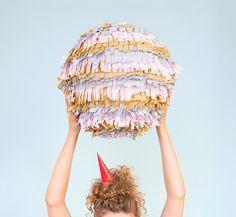 DIY-Anleitung: Runde Piñata aus Pappmaché basteln via DaWanda.com