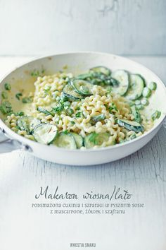 Pasta with asparagus and zucchini with saffron and mascarpone