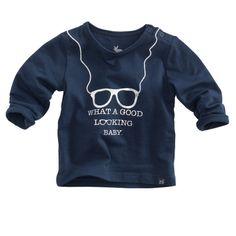 Donkerblauw shirtje (model Termite) met een stoere zilverkleurige glitterprint en borduursel van 'Newborn' Z8.