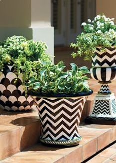 Container gardening, study the gardening pin summary number 3106400714 to planting flowers in a pot. Painted Flower Pots, Painted Pots, Hand Painted, Container Plants, Container Gardening, Pot Jardin, Terracotta Pots, Clay Pots, Garden Projects