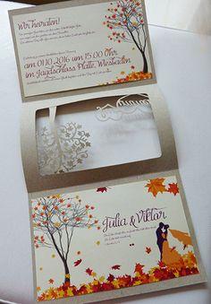 Hochzeitseinladung mit Herbstmotiv in Orange mit Lila. Baummotiv und Brautpaar