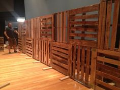 51 Ideas Wedding Backdrop Pallet Stage Design - Wedding Dresses & Weddings - 51 Ideas Wedding B Stage Set Design, Church Stage Design, Pallet Walls, Pallet Fence, Diy Pallet, Youth Group Rooms, Youth Ministry, Decoration Palette, Pallet Backdrop