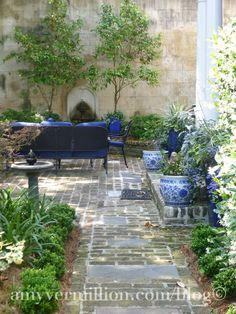 blue and white in the garden. Perfect for my garden patio Small Gardens, Outdoor Gardens, Courtyard Gardens, Landscape Design, Garden Design, Patio Design, Gazebos, Outdoor Rooms, Outdoor Patios
