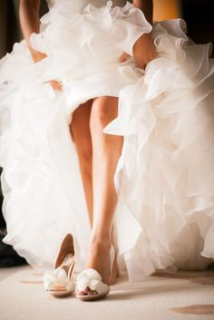 Getting reay wedding photos with your accessories and shoes 7