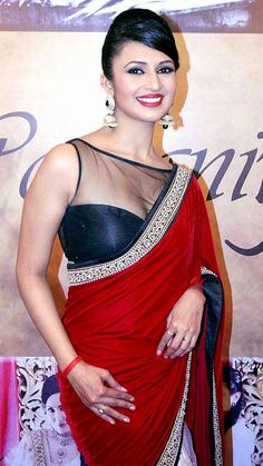 Buy Bollywood Sarees Online from Designers at Mirraw Shopping across India. We offer all type of Bollywood actress saree like kareena, deepika, sonakshi with worldwide delivery, hassle free returns Beautiful Girl Indian, Most Beautiful Indian Actress, Beautiful Saree, Beautiful Gorgeous, Bollywood Actress Hot Photos, Beautiful Bollywood Actress, Actress Pics, Beautiful Actresses, Bollywood Saree