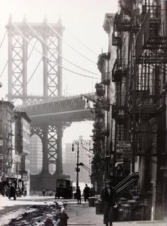 Berenice Abbott - Pike and Henry Streets, New York, 1936 urban architecture industrial metal steal jungle light shadow atmosphere environment Berenice Abbott, New York Photographie, Photo New York, Manhattan Bridge, Lower Manhattan, Brooklyn Bridge, New York City Buildings, Paris New York, Voyage New York