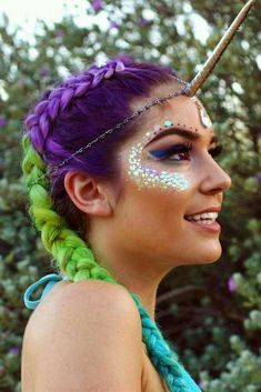 Phenomenal 21 Unicorn Makeup Looks That Will Make You Feel Magical If you've got a small girl, you should make her this easy DIY Unicorn costume! Love or hate the unicorn trend Rave Makeup, Diy Makeup, Beauty Makeup, Makeup Ideas, Makeup Stuff, Makeup Trends, Unicorn Eyes, Unicorn Makeup, Unicorn Facepaint