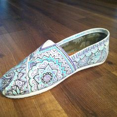 Beautiful pattern hand-painted TOMS