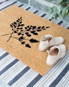 Fern Doormat- McGee & Co. | Spring doormat, front door styling, fern design, natural rugs, indoor outdoor rugs, rug layering
