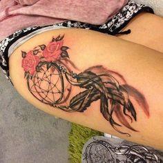 Dreamcatcher Tattoo Design Ideen – foot tattoos for women Tattoo Girls, Girl Tattoos, Tatoos, Atrapasueños Tattoo, Cover Tattoo, Foot Tattoos, Body Art Tattoos, Sleeve Tattoos, Tattoos For Women On Thigh