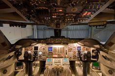 Boeing 747-200 cockpit