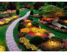 Beautiful Flower Garden - beautiful walkway | http://decornow.net/flower-gardens/flower-gardens-8/
