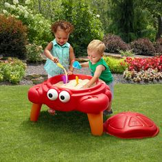 The Step2 Crabbie Sand Table, perfect for outdoor time, is all grown up with its legs so kids can take sand play to a whole new level. The removable shell style lid keeps sand clean and dry while the 4-piece accessory set adds extra fun for little ones.