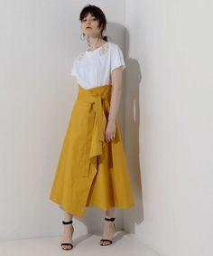 Pin by pon T on スカート Long Skirt Fashion, Long Skirt Outfits, Modest Fashion, Fashion Outfits, Womens Fashion, Japan Fashion, Look Fashion, Fashion Design, Batik Fashion