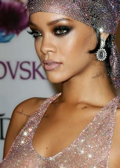 smoky eyes with a bronze crease and highlight on Rihanna #makeup #smoky eye