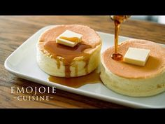 (231) Japanese Soufflé Pancakes Recipe   スフレパンケーキの作り方   Emojoie Cuisine - YouTube Japanese Souffle Pancake Recipe, Japanese Pancake, Donut Recipes, Cake Recipes, Dessert Chef, Waffles, Souffle Pancakes, Homemade Whipped Cream, Tempura