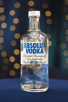 Make the Season Shine Make the Season Shine Absolut Vodka absolutvodkaus Absolut Holiday From gifting to holiday hosting keep it simple and Swedish with nbsp hellip backgrounds videos Absolut Vodka, Alcohol Bottles, Vodka Bottle, Alcohol Aesthetic, Jar Art, Medicine Bottles, Bar Menu, Gin, Liquor