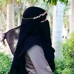 """Find and save images from the """"Niqab"""" collection by Sarah Nasser on We Heart It, your everyday app to get lost in what you love. Islamic Fashion, Ethnic Fashion, Womens Fashion, Muslim Girls, Muslim Women, Niqab Fashion, Face Veil, Hijab Niqab, Girly Pictures"""