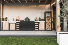 Buitenkeuken van staal, hout en beton | OBLY.com Porch Veranda, Interior Garden, Outdoor Living, Outdoor Decor, First Home, Jacuzzi, Tiny House, Living Spaces, Pergola