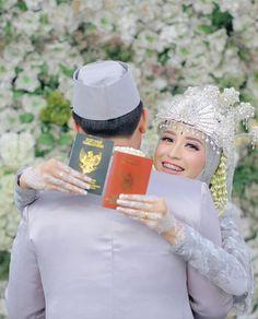 Pre Wedding Poses, Wedding Couple Poses, Pre Wedding Photoshoot, Wedding Shoot, Wedding Couples, Muslim Wedding Photos, Muslim Wedding Dresses, Foto Wedding, Dream Wedding