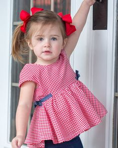 Dresses For Kids – Lady Dress Designs Kids Dress Wear, Frocks For Girls, Toddler Girl Dresses, Little Girl Dresses, Kids Frocks Design, Baby Frocks Designs, Baby Girl Dress Patterns, Baby Dress Design, Cute Baby Wallpaper