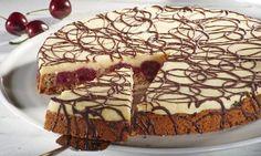 Kuchen aus der Springform mit Kirschen und Marzipanmasse