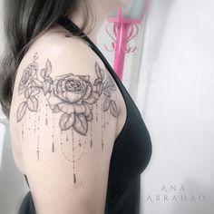 R O S A S.  Y U M I. 🌹  Esta é a minha mais linda presuntinha Japonesa, a Yumi, ela adora flores! Ano passado fizemos flores do cerrado, e este ano Rosas!   Yumi muito obrigada por ser uma Presuntinha cativa que sempre me cativa, adoro muito te florir! Saudades já! Depois venha me visitar! ❤️  🔹Copiar é roubar o Artista, não copie, se inspire! Deixe seu tatuador livre para criar! Direitos autorais existem para serem respeitados!   💉Participe da Campanha que Salva Vidas! Além de ajudar…