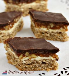 Prajitura Snickers cu nuca si caramel - Lecturi si Arome Dessert Bread, Dessert Recipes, Romanian Desserts, Creme Caramel, Nutella, Food And Drink, Cooking Recipes, Cookies, Party Time