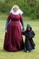 Great Medieval garb- mother and son Medieval Fashion, Medieval Clothing, Steampunk Clothing, Steampunk Fashion, Medieval Costume, Medieval Dress, Historical Costume, Historical Clothing, 14th Century Clothing