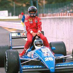 Como todos sabem, os bólidos da Fórmula 1, assim como quase todos os carros de corrida, são projetados para acomodar apenas o piloto. No ent...