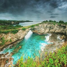 """Fascinating beach view in Pasih Tanah Uuk """"Broken Beach"""" in Nusa Penida!❤ ============================== Photo by @manuteja Thanks for sharing.  NOTE : KEEP BALI CLEAN IF WANT TO REGRAM FROM THIS PAGE PLEASE MENTION @fascinatingbali & PHOTO'S OWNER. THANKS  ============================== NOTE BY PHOTO OWNER Bali is not natural anymore, many kind of Buildings domintae the pure nature of Bali. Nusa Penida is the last one wich never touched. I hope all of you save our Last Paradise from…"""
