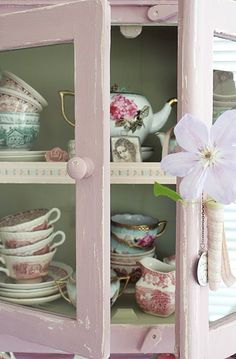 You can't go wrong with vintage-looking, gorgeous tea cups, tea pots and saucers!